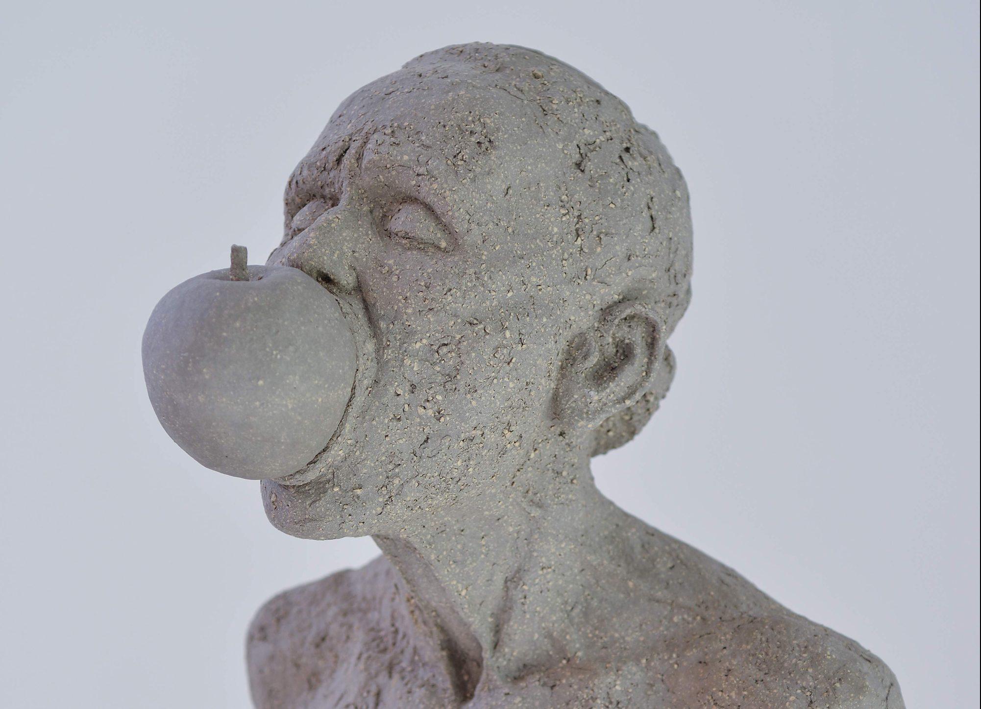 Figurative sculpture / Piece of a piece / Eva Avidar
